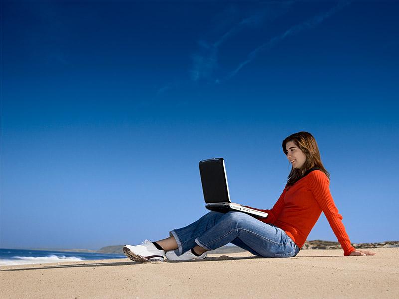 surfing-on-laptop